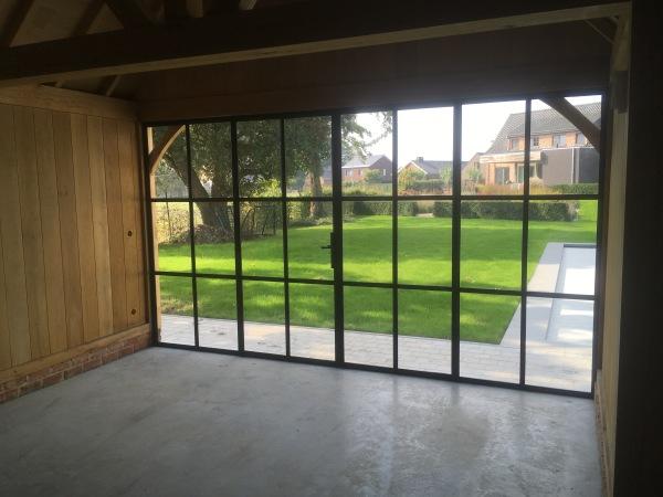 stalen ramen en deuren buitendeur dubbel opendraaiend met twee vaste delen
