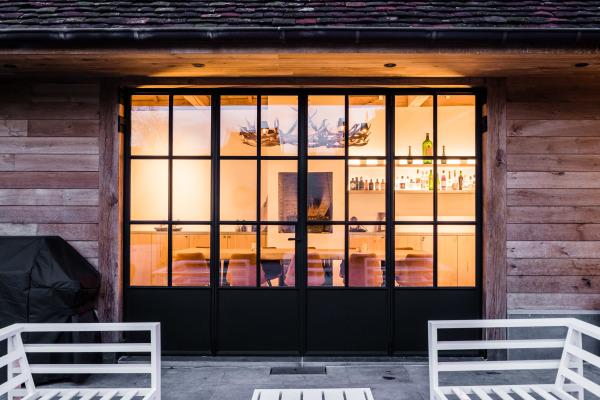 stalen ramen en deuren buitendeur samenvouwend
