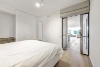 fraam stalen ramen en deuren pivoterende stalen deur met vaste zij- en bovenlicht(en)