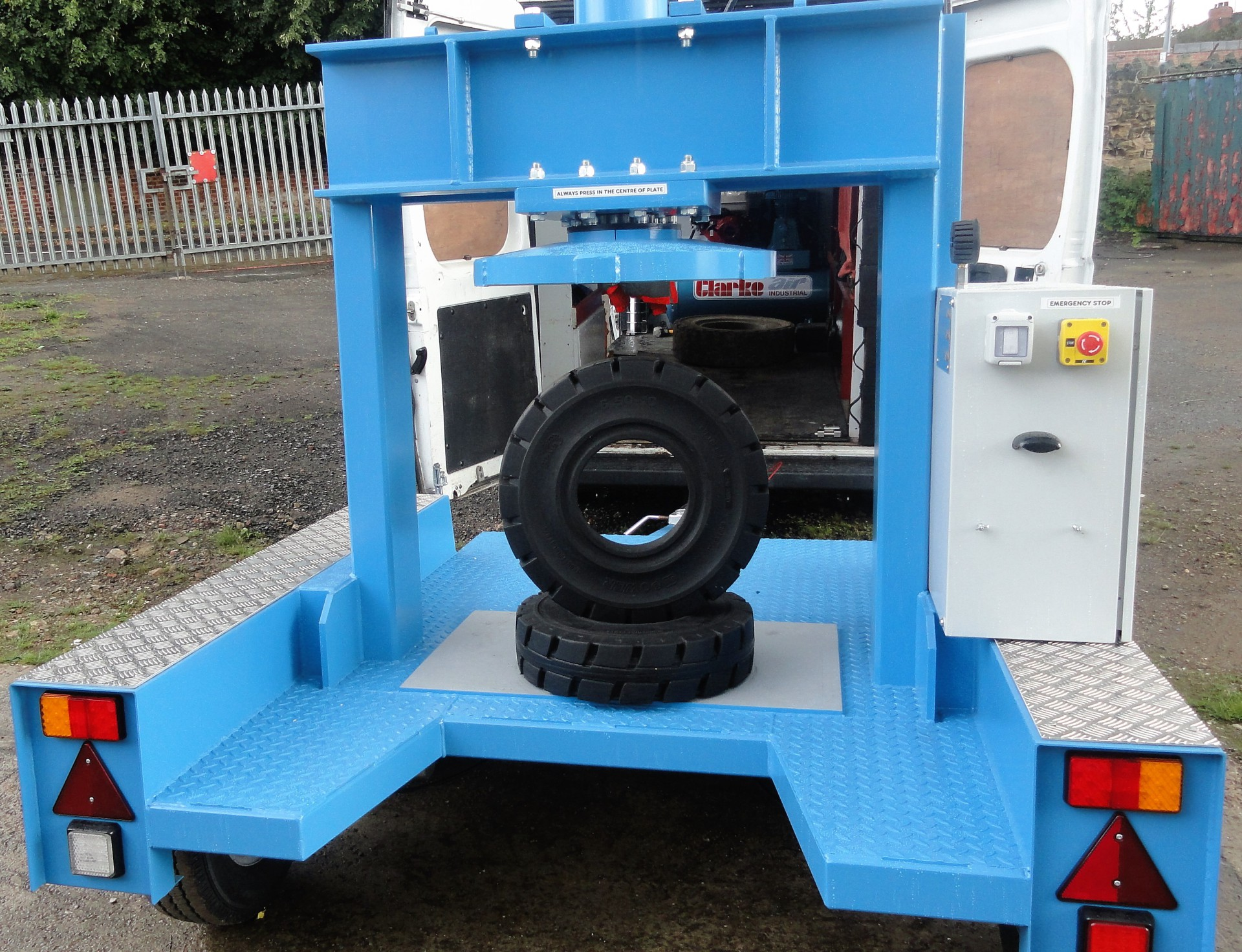 ON-SITE MOBILE TYRE FITTING SERVICE