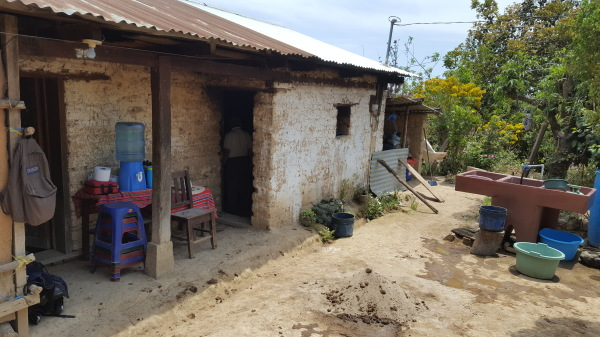 The front of a new home   El frente de un nuevo hogar