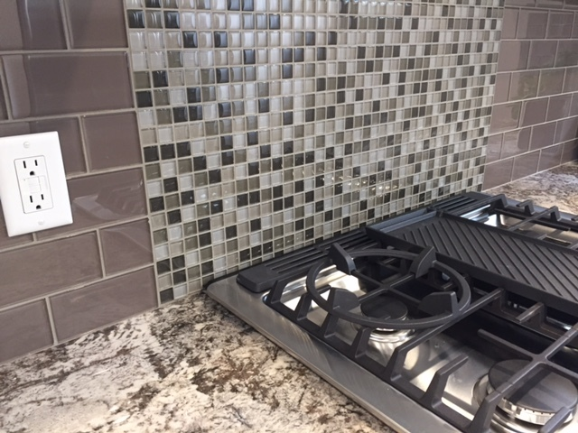 KITCHEN COUNTER & TILE BACKSPLASH