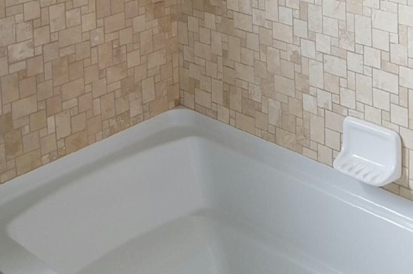 BATHROOM TUB & TILE
