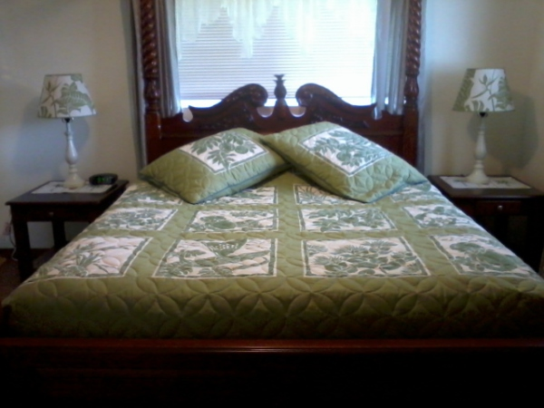 Master Suite Queen Canopy Bed