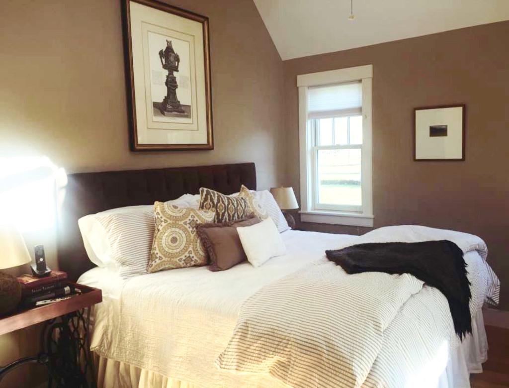 1st Floor Master King Bedroom