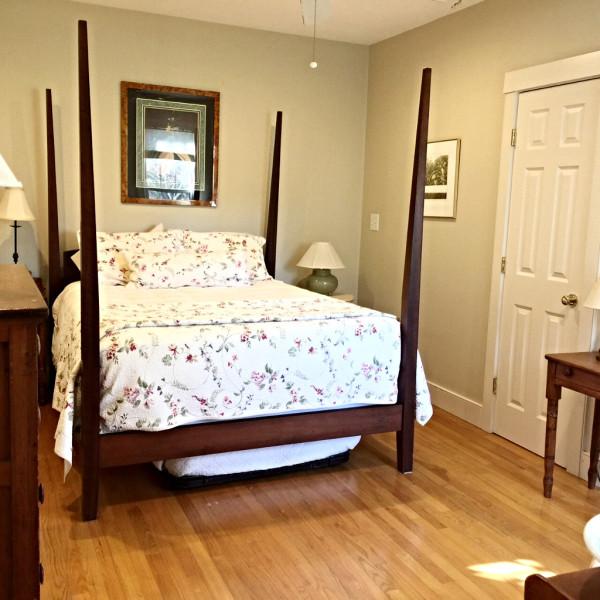 Guest Bedroom  1st Floor Queen Bed