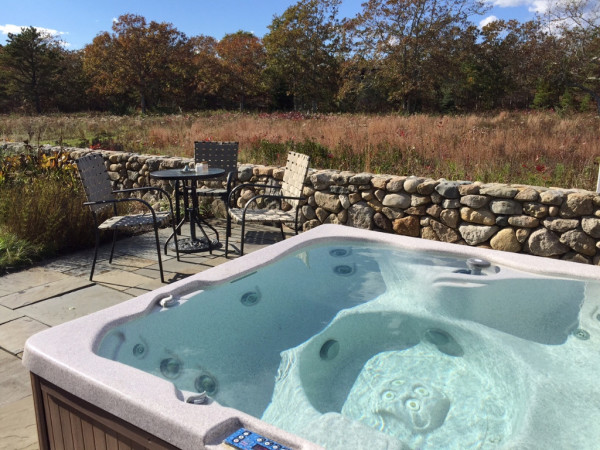 Private 6 Person Hot Tub on Patio