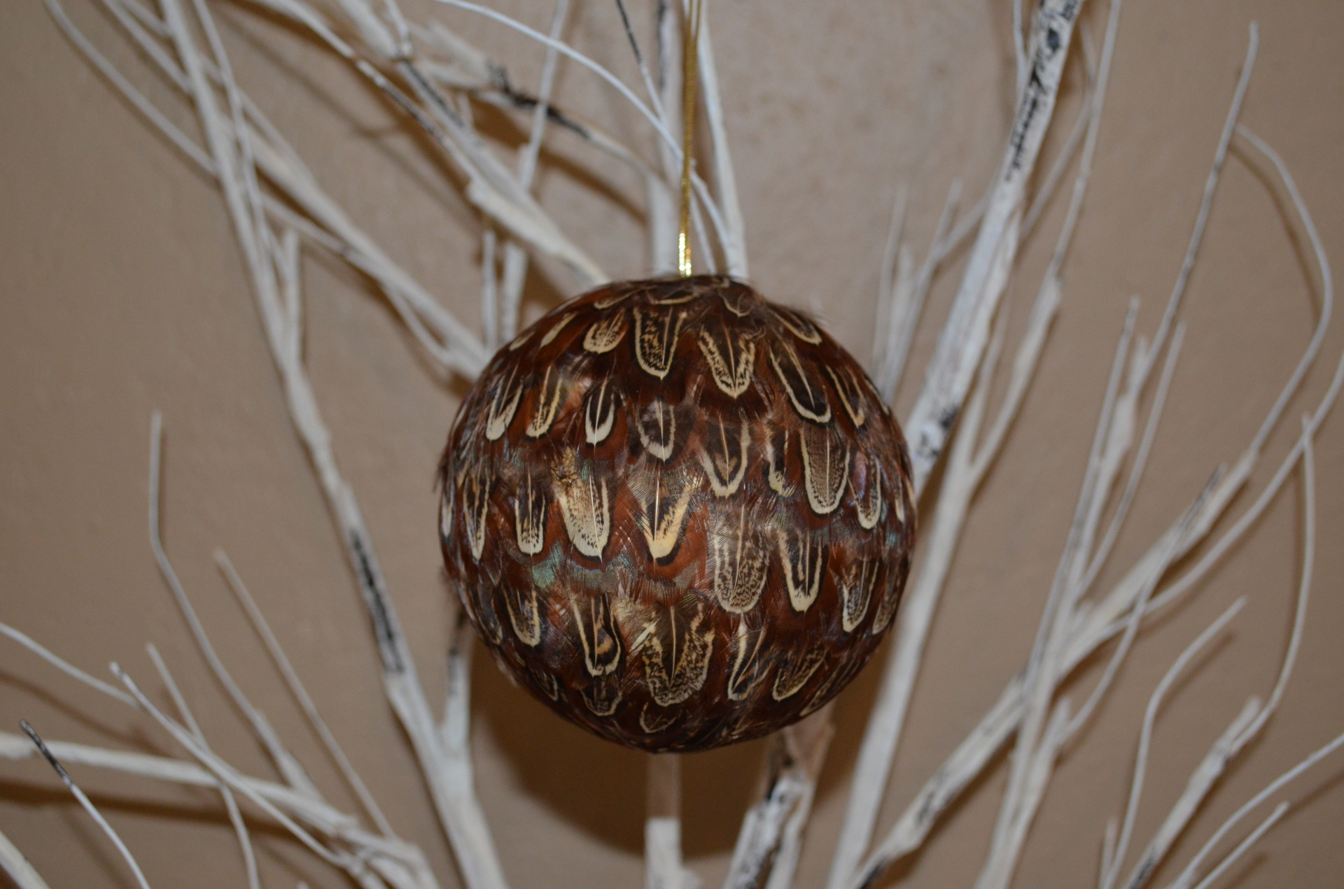 "4"" Ball ornament-ALMOND"