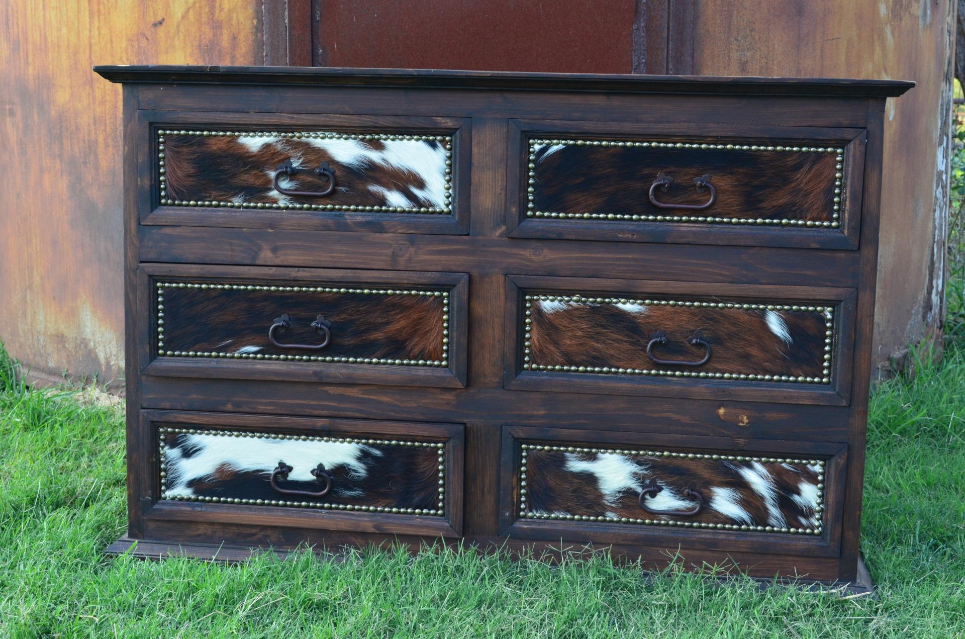Custom Cowhide Promo Dresser Medio $663