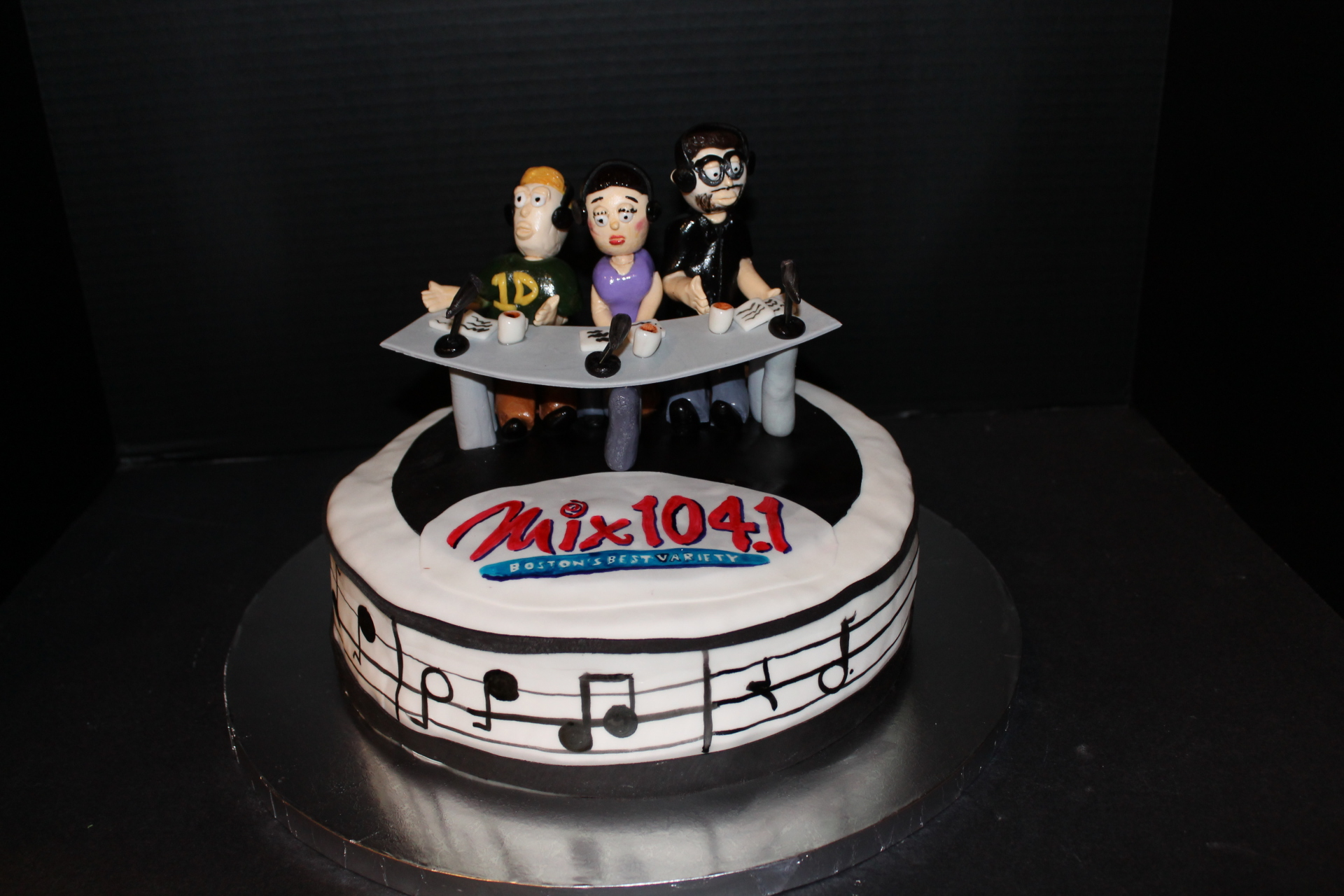 Mix 104.1 Karson & Kennedy cake