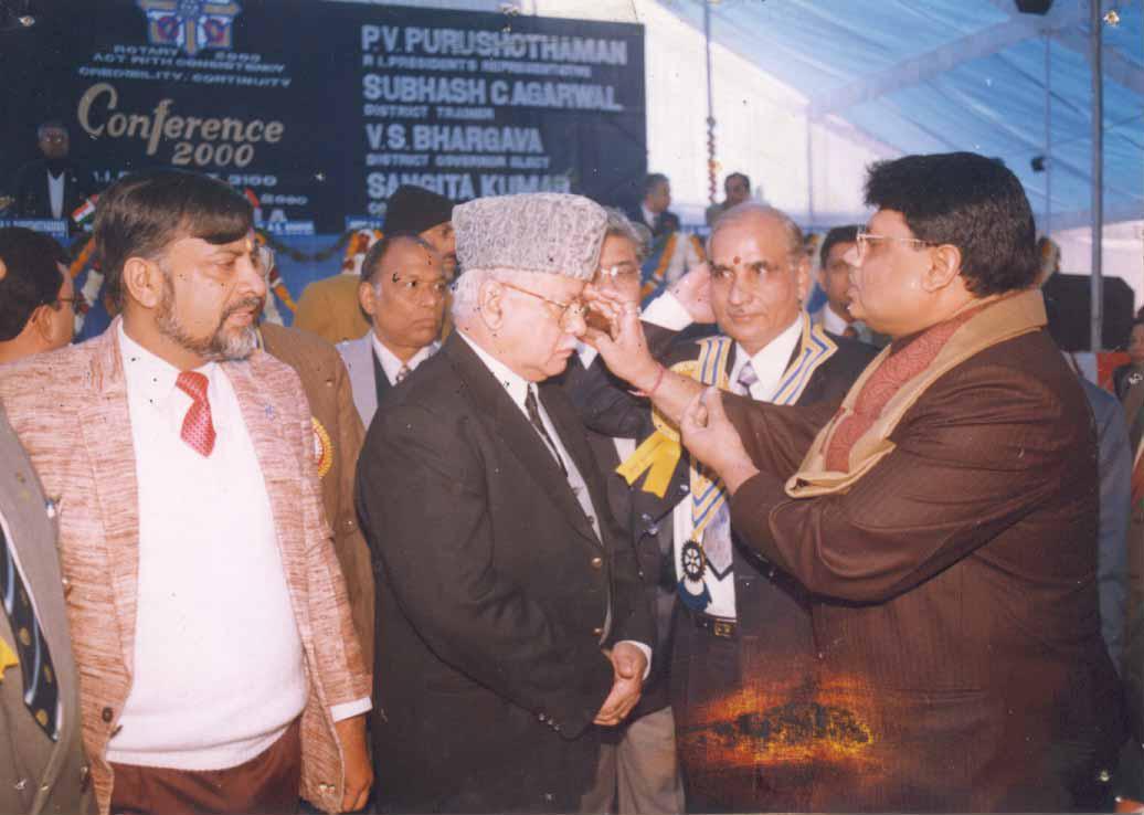 Dr. V.K Saxena ji blessing Hon'ble CJI Sh. A.S Anand ji