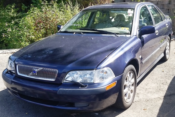 02 Volvo $699 - SOLD AS IS
