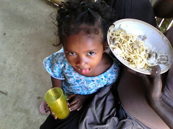 charmig liten flicka