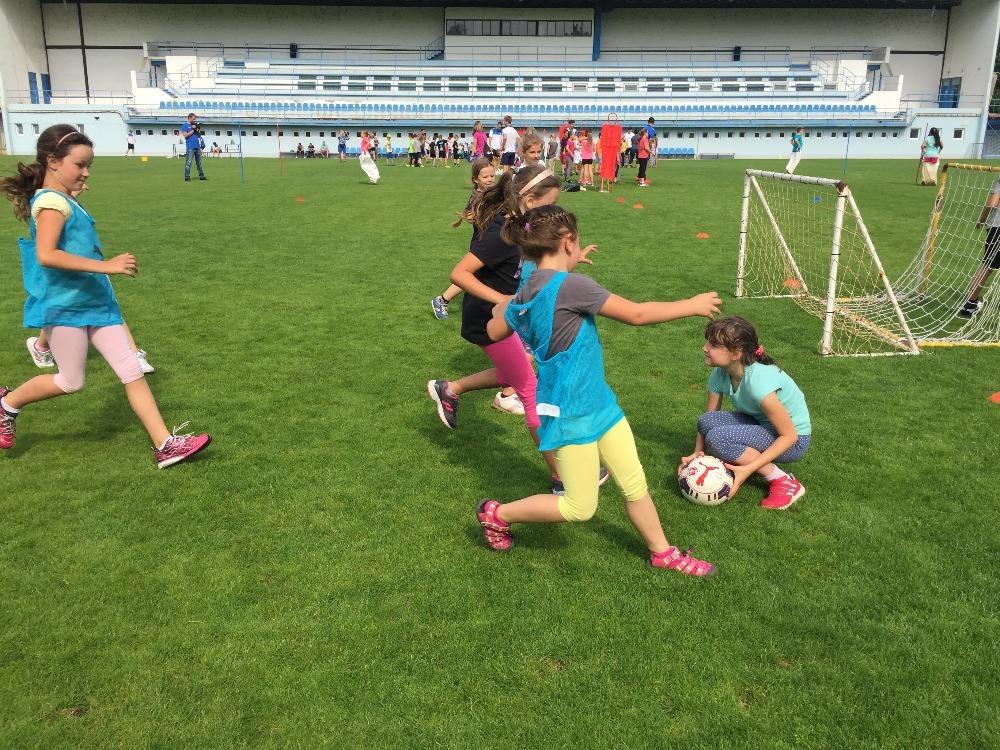Téměř dvě stovky dětí si zasportovaly v krásném areálu v Lovosicích