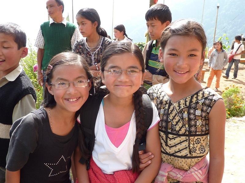 2010: SHA girls visit Buriakop monastery