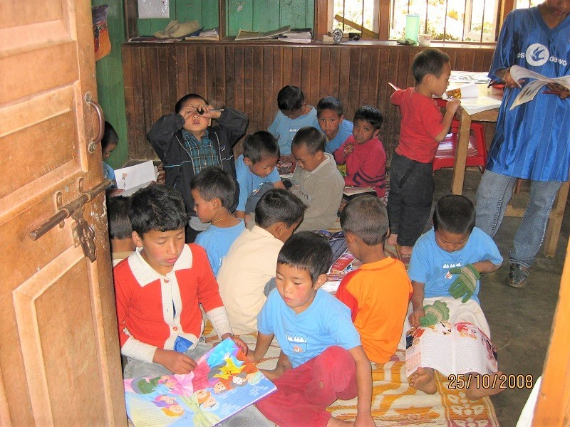 2008: Reading books donated to SHA