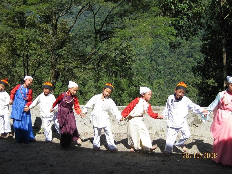 2008: Cultural display at Mayel Lyang Academy