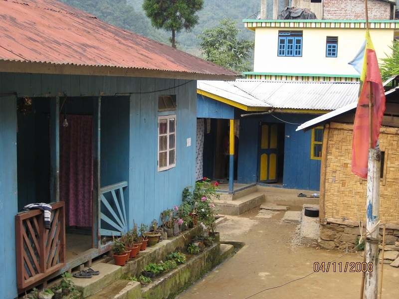 2008 :Homes in Buriakop near SHA