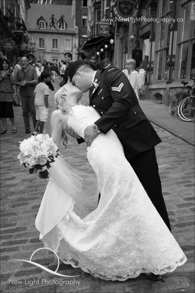 The Kiss - Homage wedding photo