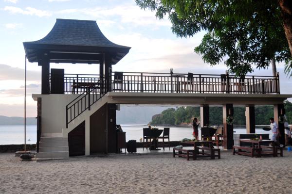 anvaya cove sunset bar by the beach