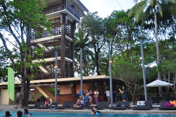 anvaya cove beach and tower bar