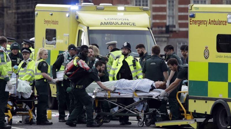 London: Weerar Lagu Qaaday Dad Masjid ka soo Baxay