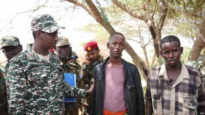 Wasiirkii Gaashaandhigga iyo Taliyaha Ciidamada Somalia oo Iscasilay