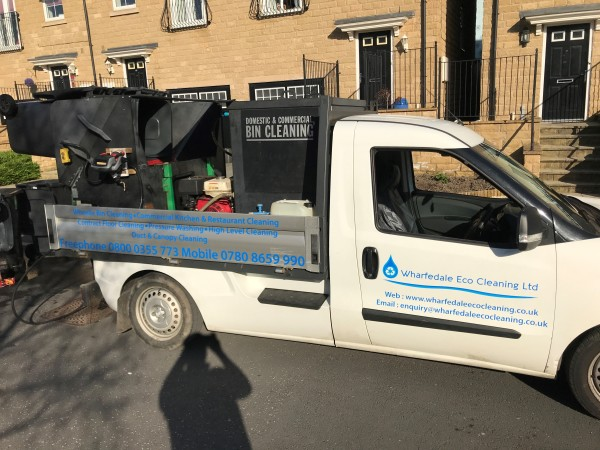 Wheelie bin cleaning services