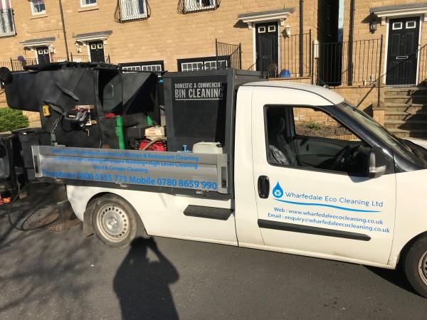 Wheelie bin cleaning services