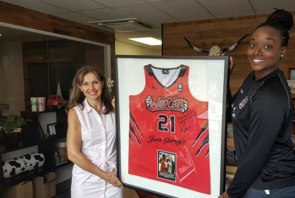 Lucy Whelan of Joe's Garage and Ashley Gayle holding the championship singlet from 2016