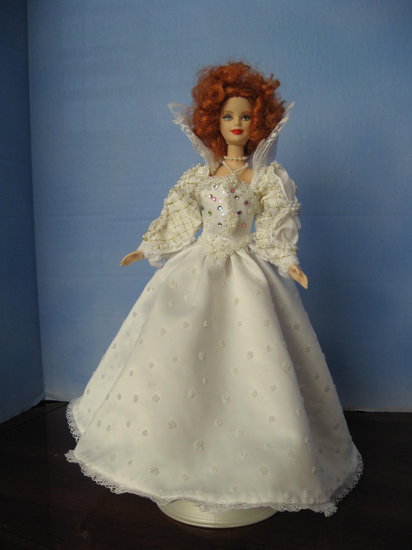 """""""Good Queen Bess"""" View A,   #0306  $11.95"""