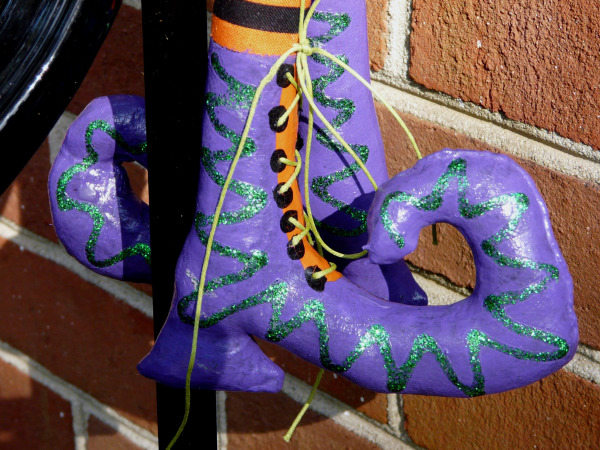 Close up of Little Miss Muffet's shoes