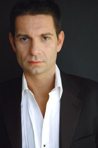 Stefanos Koroneos, Baritone