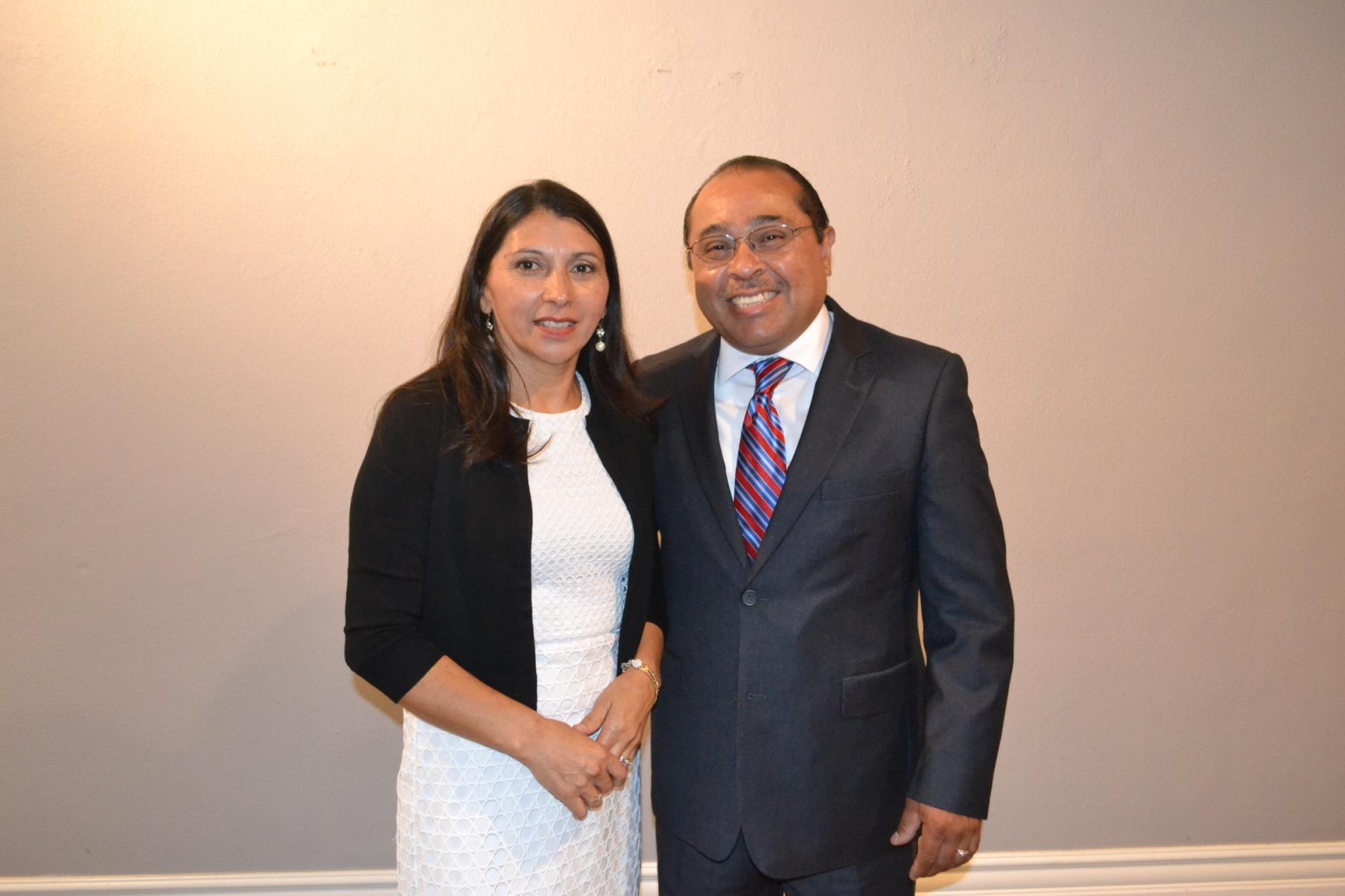 Manuel Alvarez & Rosemery Alvarez  Pastores Asistentes