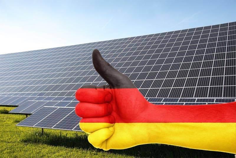 Alemania le dice adiós a la energía nuclear y al petróleo, invirtiendo en solar, eólica y biomasa.