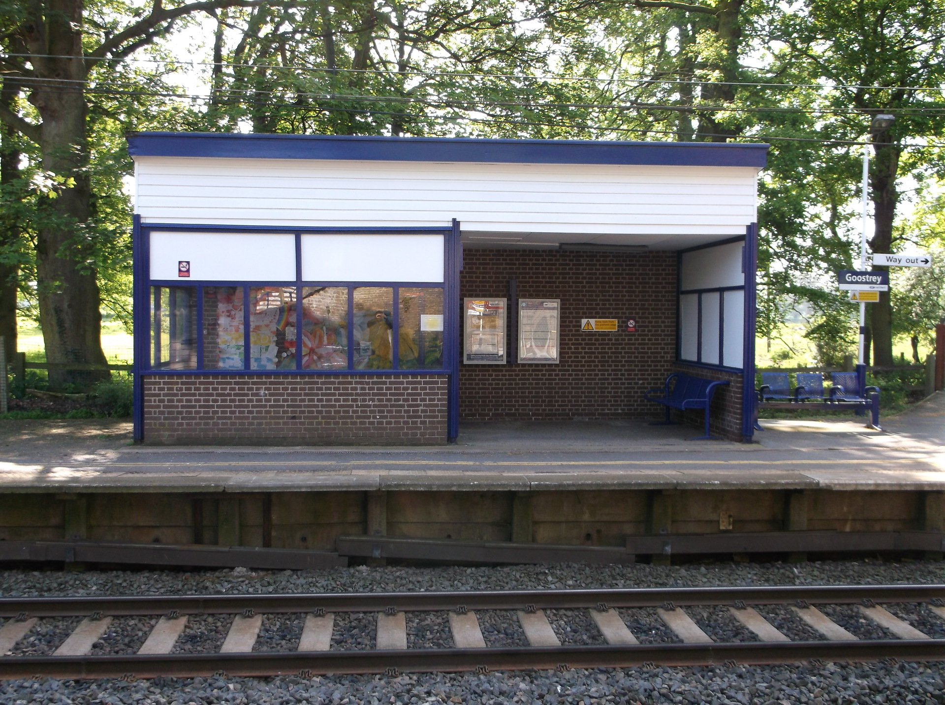 Platform 2 waiting shelter