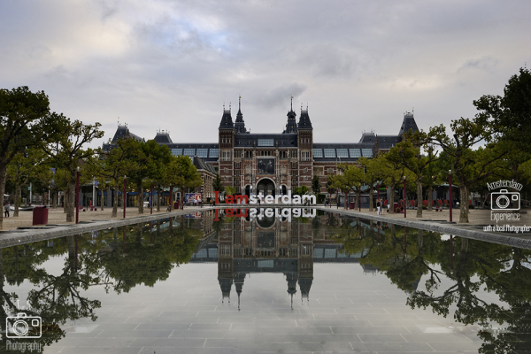 מוזיאון הרייקס והבריכה שבכיכר המוזיאונים