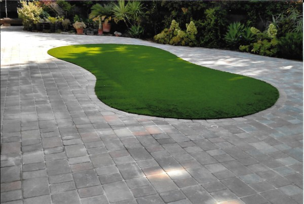 Artificial Turf Island with Pavers and Landscape