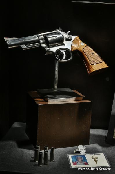 Elvis Gun.