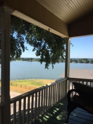 Balcony with a view of Lake Granbury!