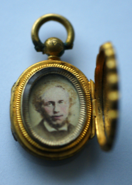 Portrait locket