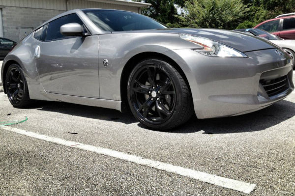 370Z with gloss black wheels