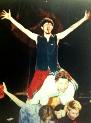 USEITA ROOLEJA - Koiran virka ja muita tarinoita, MUU-teatteri 1998