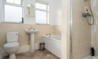 York Student House | 4 Bedrooms | Seventh Avenue | Bathroom