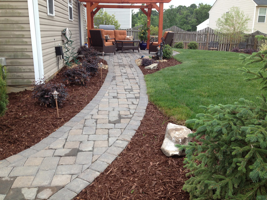 What is the difference between hardscaping and softscaping