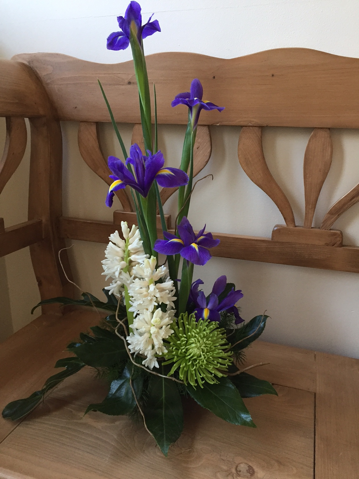 ARRANGEMENT IN OASIS Fragrant flowers in oasis