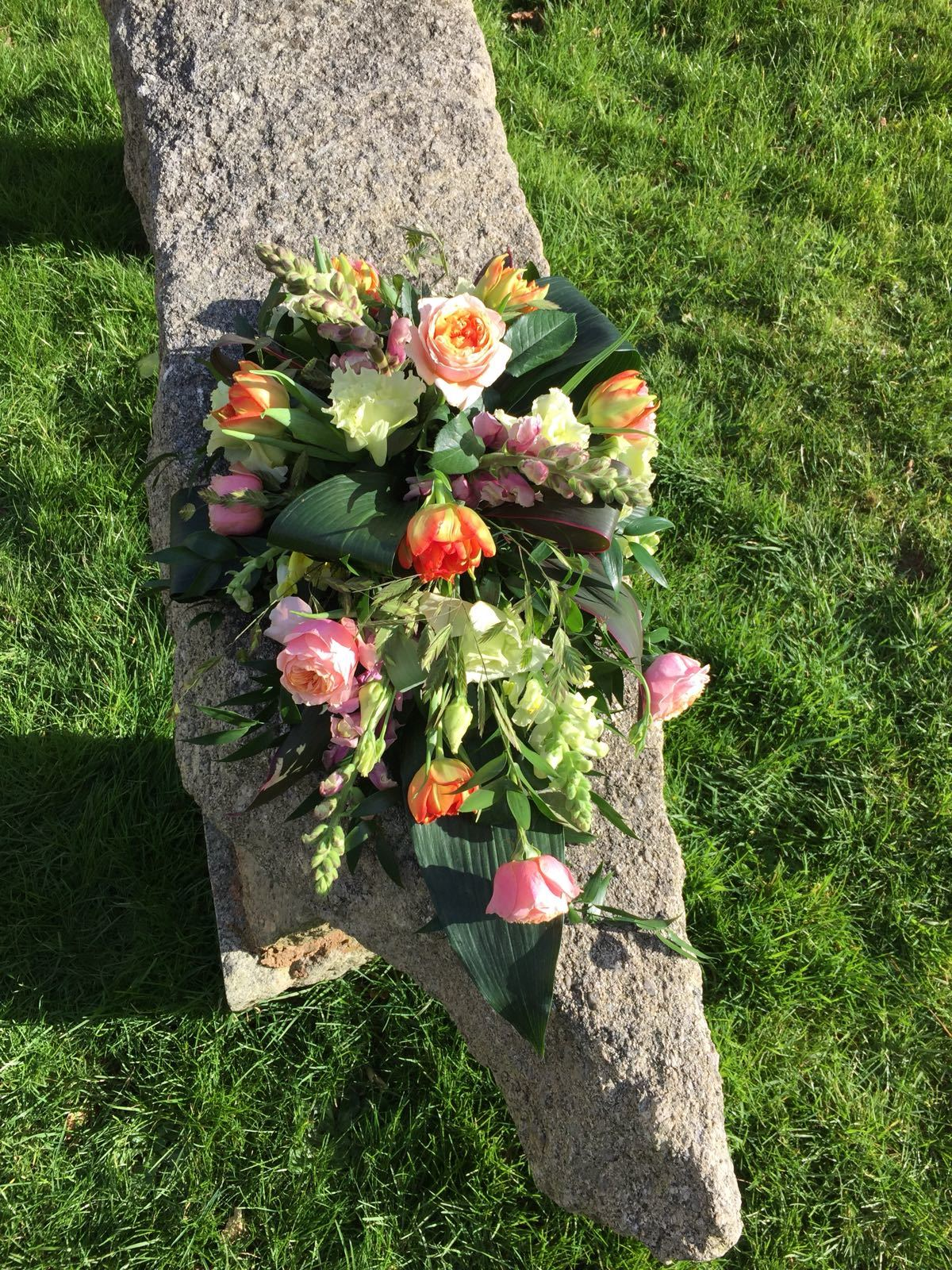SINGLE-ENDED SPRAY Colourful display for casket