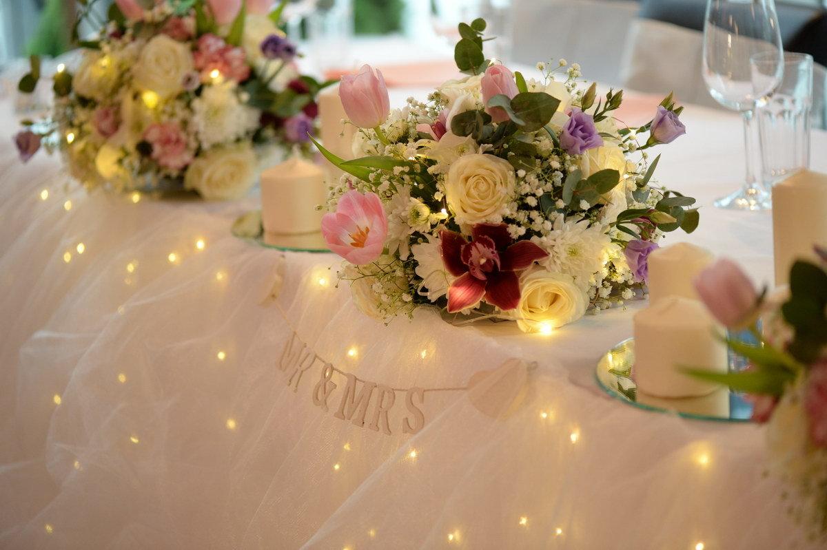 Restoran Flert, Flert Events - sala za venčanja, svadbe, poslovne događaje, privatne proslave, rođendane, krštenja i druga slavlja - dekoracija, mladenački sto