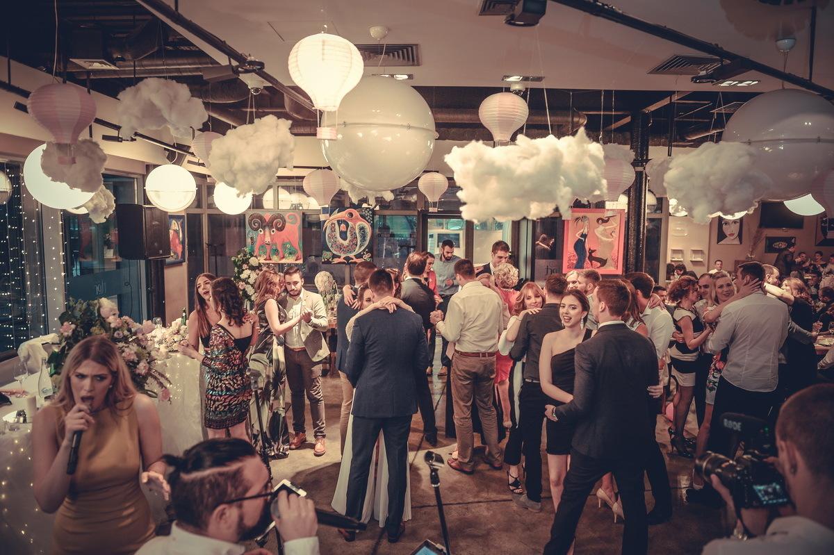 Restoran Flert, Flert Events - sala za venčanja, svadbe, poslovne događaje, privatne proslave, rođendane, krštenja i druga slavlja - ples