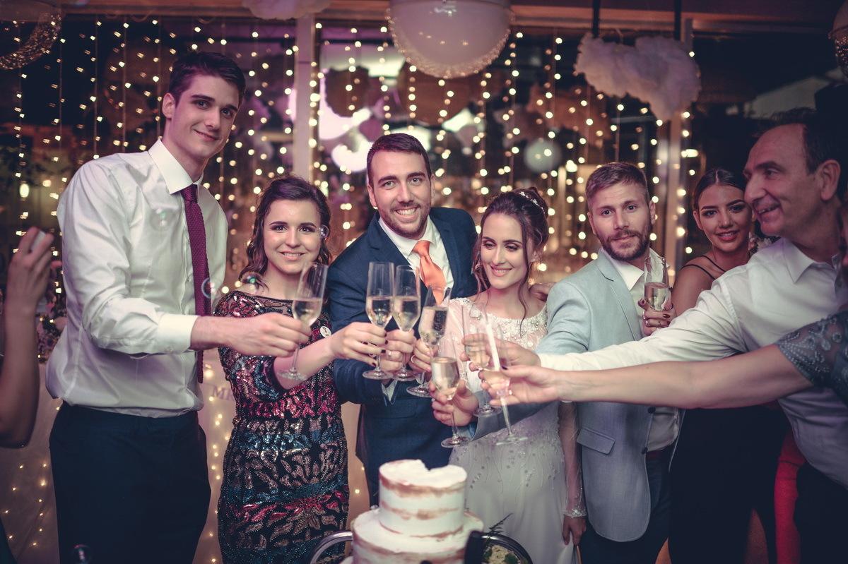 Restoran Flert, Flert Events - sala za venčanja, svadbe, poslovne događaje, privatne proslave, rođendane, krštenja i druga slavlja - zdravica